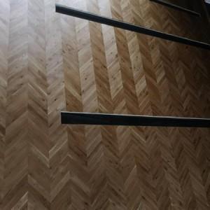 ułożona drewniana podłoga 10
