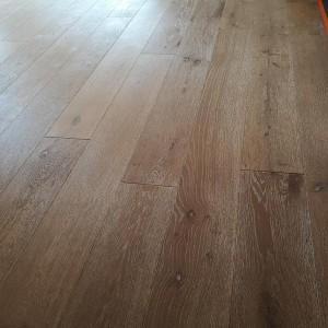 ułożona drewniana podłoga 11