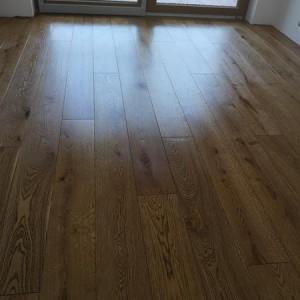 ułożona drewniana podłoga 14