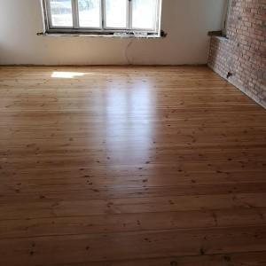 ułożona drewniana podłoga 17
