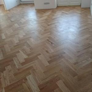 ułożona drewniana podłoga 25