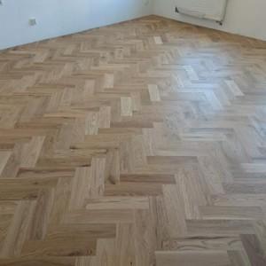 ułożona drewniana podłoga 26