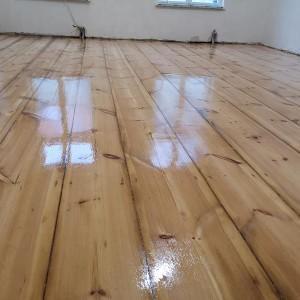 ułożona drewniana podłoga 3