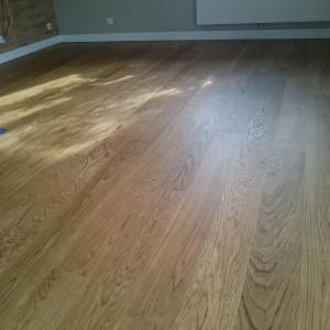 ułożona drewniana podłoga 30