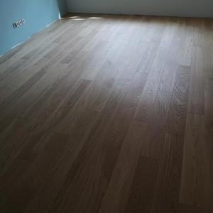 ułożona drewniana podłoga 8